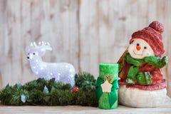 Guirnalda de la Navidad del árbol de abeto con bastante Foto de archivo libre de regalías