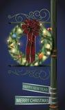 Guirnalda de la Navidad en los posts de la lámpara Fotos de archivo libres de regalías