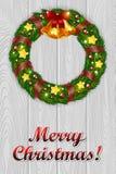 Guirnalda de la Navidad en un fondo de madera gris Foto de archivo