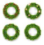 Guirnalda de la Navidad fijada con las bolas de la Navidad, las luces y las bayas rojas Vector Imágenes de archivo libres de regalías