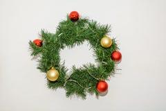 Guirnalda de la Navidad de los conos y de las manzanas, decoraciones del ` s del Año Nuevo Fotos de archivo