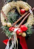 Guirnalda de la paja de la decoración de la Navidad y del Año Nuevo Fondo de las vacaciones de invierno para la tarjeta de felici Fotos de archivo libres de regalías