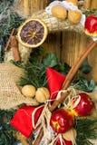 Guirnalda de la paja de la decoración de la Navidad y del Año Nuevo Fondo de las vacaciones de invierno para la tarjeta de felici Fotografía de archivo