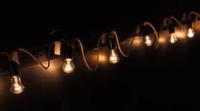 Guirnalda de las lámparas del bulbo del tungsteno del vintage Foto de archivo libre de regalías