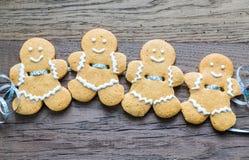 Guirnalda de los hombres de pan de jengibre Imagen de archivo libre de regalías