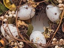 Guirnalda de Pascua con los huevos Foto de archivo libre de regalías
