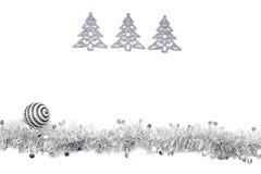 Guirnalda de plata gris de la Navidad con los árboles de plata en el fondo blanco Fotografía de archivo libre de regalías