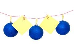 Guirnalda del árbol de navidad con las notas, el ` s del Año Nuevo o las bolas de la Navidad Foto de archivo libre de regalías