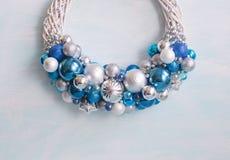 Guirnalda del Año Nuevo y de la Navidad Colores: azul, azul, de plata, blanco Fotografía de archivo