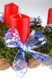 Guirnalda del advenimiento con las velas Imagen de archivo