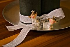 Guirnalda del advenimiento, cuatro velas, dos princesas imagen de archivo