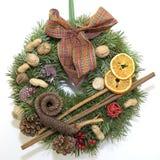 Guirnalda del advenimiento de la Navidad Fotografía de archivo libre de regalías