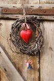 Guirnalda del corazón de la puerta Fotografía de archivo libre de regalías