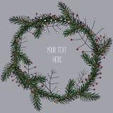 Guirnalda del pino de la Navidad con las bayas rojas y blancas con el lugar para su texto Ejemplo del vector en fondo gris Imágenes de archivo libres de regalías