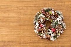 Guirnalda delicada de la Navidad de los conos del pino Imagen de archivo