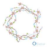 Guirnalda festiva de la primavera de ramitas secadas y de pequeñas flores rosadas curvadas Fotos de archivo