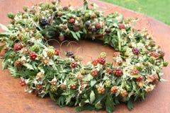 Guirnalda floral de la zarzamora Fotos de archivo