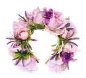 Guirnalda hecha a mano de las flores en blanco Foto de archivo libre de regalías