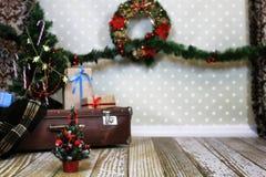 Guirnalda interior y bolas de la composición del ` s del Año Nuevo en el Christm Foto de archivo