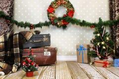 Guirnalda interior y bolas de la composición del ` s del Año Nuevo en el Christm Foto de archivo libre de regalías