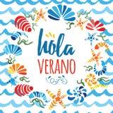 Guirnalda linda del círculo con las cáscaras del mar y el verano coloridos dibujados mano del texto hola en lengua española Fotos de archivo