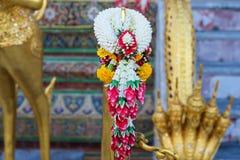 guirnalda para adorar la estatua de Buda Fotos de archivo libres de regalías