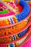 Guirnalda plástica en templo tailandés Imágenes de archivo libres de regalías
