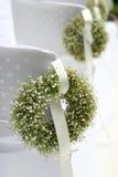 Guirnalda verde en un blanco   Fotografía de archivo
