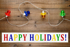 Guirnalda y buenas fiestas texto de las luces de la Navidad Fotografía de archivo libre de regalías