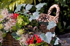 Guirnalda y cesta del otoño Imagen de archivo libre de regalías