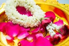 Guirnalda y rosas del jazmín Imagen de archivo libre de regalías