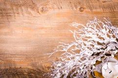Guirnalda y vela, decoración de la Navidad del Año Nuevo Fotos de archivo