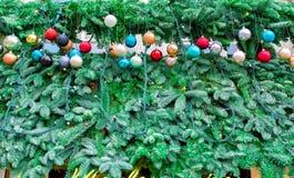 Guirnaldas al aire libre de la Navidad Imagen de archivo