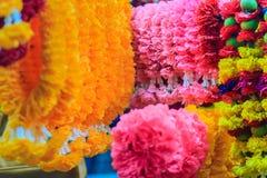 Guirnaldas coloridas de la flor de la maravilla para la ceremonia religiosa hindú Fotografía de archivo libre de regalías