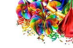 Guirnaldas coloridas, flámula, sombreros del partido, confeti Imagenes de archivo