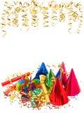 Guirnaldas coloridas, serpentina de oro y confeti Foto de archivo