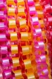 Guirnaldas de cadena, hechas cinta del ââof. Imagen de archivo