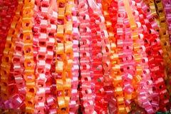 Guirnaldas de cadena, hechas cinta del ââof. Imágenes de archivo libres de regalías