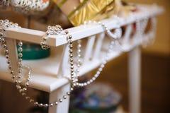 Guirnaldas de la Feliz Año Nuevo y de la Feliz Navidad, decoración de los días de fiesta Imagen de archivo libre de regalías