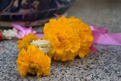 Guirnaldas de la flor para la ceremonia del budismo Foto de archivo libre de regalías