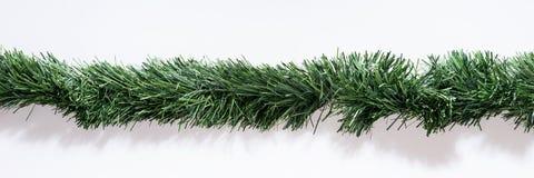 Guirnaldas de la Navidad derecho aisladas en blanco Imagen de archivo libre de regalías