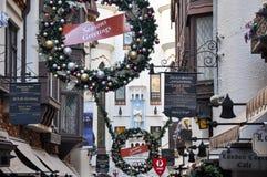 Guirnaldas de la Navidad en la corte de Londres en Perth Fotos de archivo libres de regalías