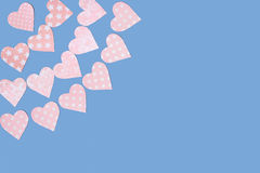 Guirnaldas de los corazones rosados blandos hechos del papel Imagen de archivo libre de regalías