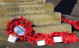 Guirnaldas en el monumento de la guerra Fotografía de archivo libre de regalías