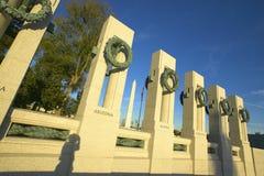 Guirnaldas en el monumento de la Segunda Guerra Mundial de los E S Monumento de la Segunda Guerra Mundial, Washington D C Imagen de archivo