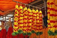 Guirnaldas florales Amarillo y leído La India del sur Fotos de archivo