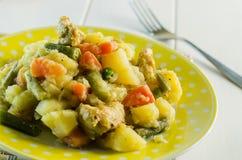 Guisado con las patatas y las verduras Imagenes de archivo