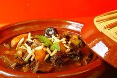 Guisado de carne de Morrocan com ameixas e os alperces secados Imagens de Stock