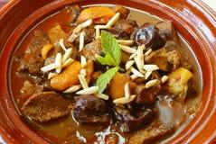 Guisado de carne de Morrocan com ameixas e os alperces secados Fotografia de Stock