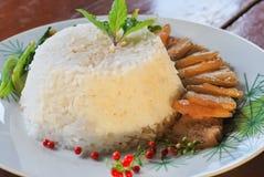 Guisado del cerdo con arroz y verduras Fotografía de archivo